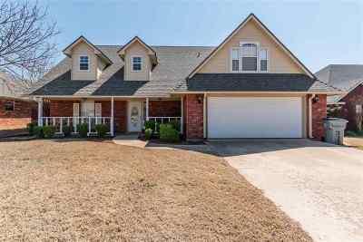 Lawton Single Family Home For Sale: 3111 NE Mayflower Ave