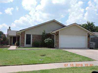 Lawton Single Family Home Under Contract: 2302 NW Dunstan Ln