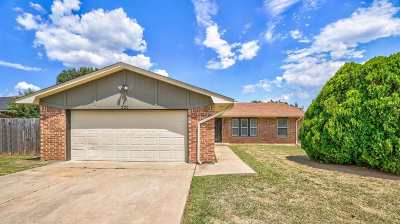 Lawton Single Family Home For Sale: 220 SW 76th St