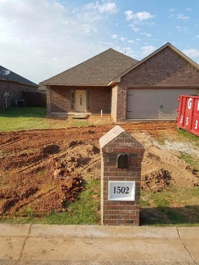 Lawton Single Family Home Under Contract: 1502 NE Stonehouse Dr