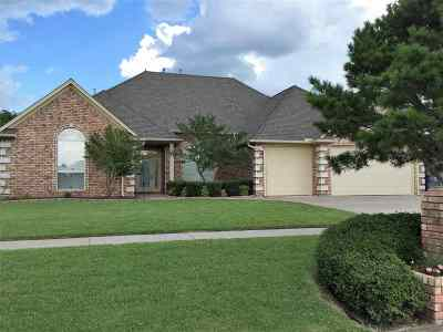Lawton Single Family Home For Sale: 1407 NE Independence Ave