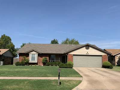 Lawton Single Family Home For Sale: 819 SW Chaucer Dr