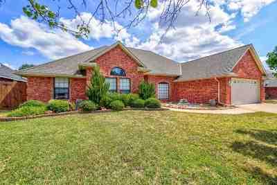 Lawton Single Family Home For Sale: 3107 NE Mayflower Ave