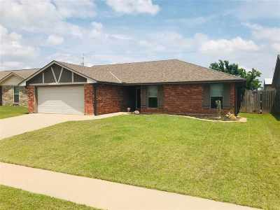 Lawton Single Family Home For Sale: 218 SE Heather Ln