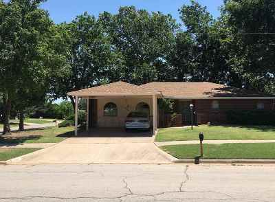Lawton Single Family Home For Sale: 3303 NE Pioneer Blvd