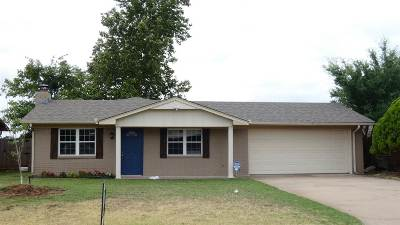 Lawton Single Family Home For Sale: 810 SE Lomond Ln