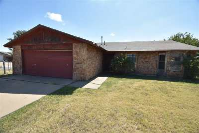 Lawton Single Family Home For Sale: 2619 NW Locksley Ln