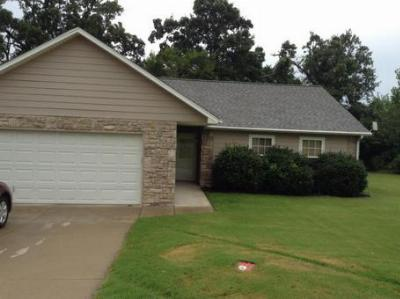 Single Family Home For Sale: 1150 Hickory Ln