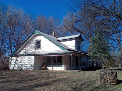 Grove OK Single Family Home For Sale: $85,000