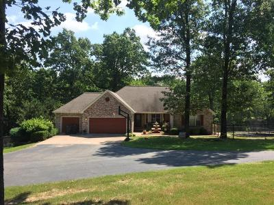 Grove Single Family Home For Sale: 1605 Smitty Dr