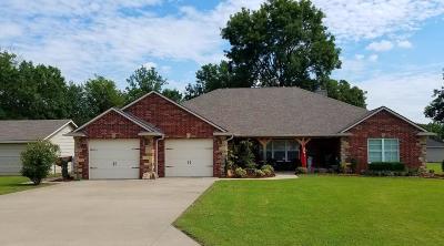 Grove Single Family Home For Sale: 62598 E 269 Pl