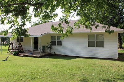 Vinita Single Family Home For Sale: 960 E Park Dr