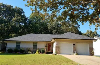 Grove Single Family Home For Sale: 1111 Dogwood Dr