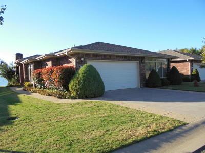 Grove Single Family Home For Sale: 1707 Sunset Cir