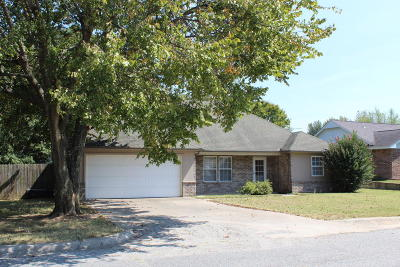 Grove OK Single Family Home For Sale: $124,900