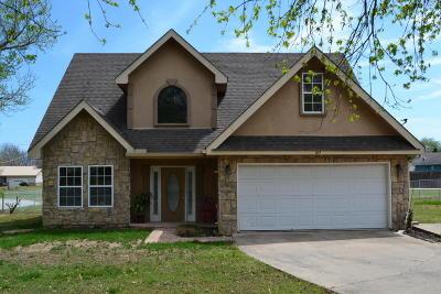 Grove Single Family Home For Sale: 109 N Emma St