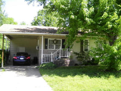Grove Single Family Home For Sale: 223 W 6th St.