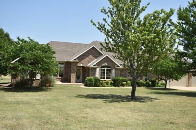 Grove Single Family Home For Sale: 63880 E 297 Ln