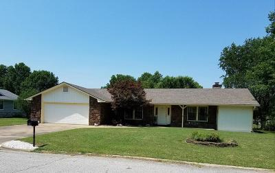 Grove Single Family Home For Sale: 1403 Orchard Dr