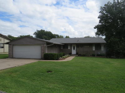Grove Single Family Home For Sale: 1309 Maple Dr