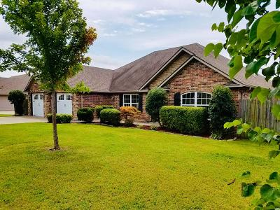Grove Single Family Home For Sale: 1802 Estates Dr