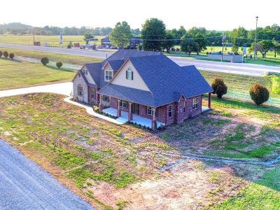Craig County, Delaware County, Mayes County, Ottawa County Single Family Home For Sale: 4061 E 496 Road