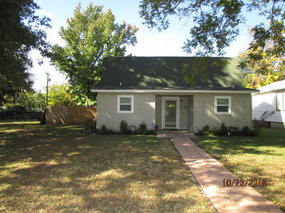Delaware County, Mayes County, Rogers County, Wagoner County, Craig County, Ottawa County, Adair County, Cherokee County Single Family Home For Sale: 831 I St