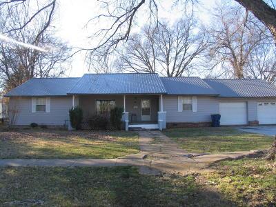 Vinita Single Family Home For Sale: 451 N Scraper St
