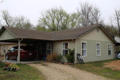 Grove Single Family Home For Sale: 107 N Main