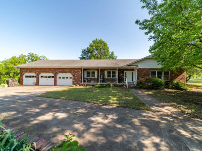 Vinita Single Family Home For Sale: 1587 E Country Club Dr