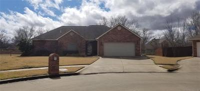 Delaware County, Mayes County, Rogers County, Wagoner County, Craig County, Ottawa County, Adair County, Cherokee County Single Family Home For Sale: 222 Se 15th Ct