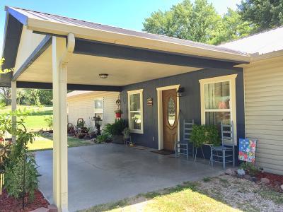 Grove Single Family Home For Sale: 107 N Main St