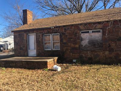 Delaware County, Mayes County, Rogers County, Wagoner County, Craig County, Ottawa County, Adair County, Cherokee County Single Family Home For Sale: 203 W Claremore