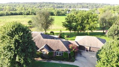Grove Single Family Home For Sale: 1902 Estates Dr