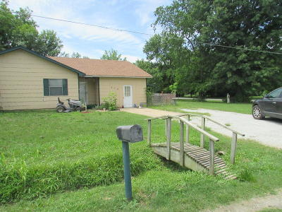 Delaware County, Mayes County, Rogers County, Wagoner County, Craig County, Ottawa County, Adair County, Cherokee County Single Family Home For Sale: 819 W Sequoyah Ave
