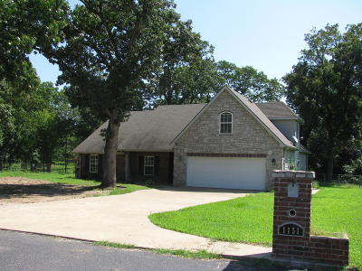Grove OK Single Family Home For Sale: $187,500