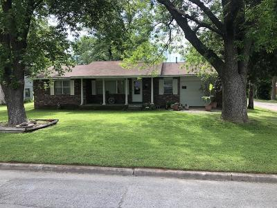 Vinita Single Family Home For Sale: 136 S Foreman St