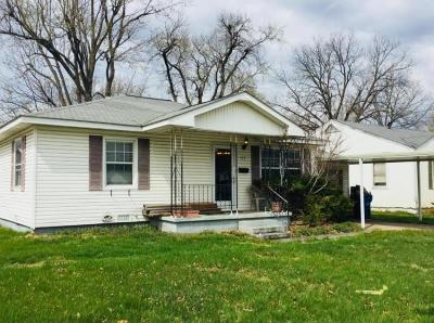 Delaware County, Mayes County, Rogers County, Wagoner County, Craig County, Ottawa County, Adair County, Cherokee County Single Family Home For Sale: 733 D St