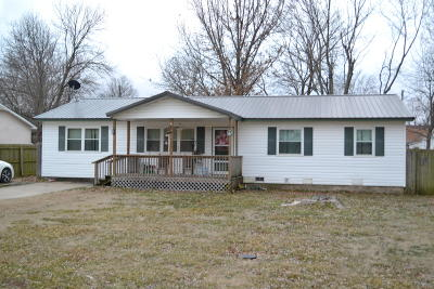 Afton Single Family Home For Sale: 303 S Ross Ave
