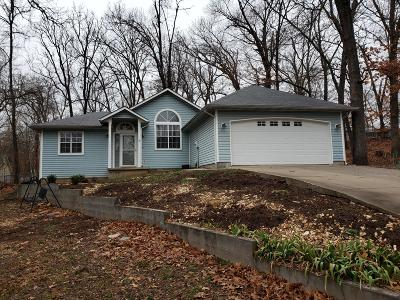 Grove Single Family Home For Sale: 1412 Maple Dr