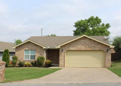 Grove OK Single Family Home Sale Pending: $119,900