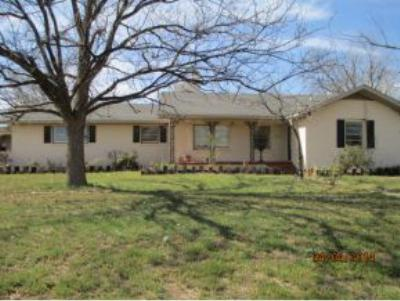 Single Family Home Sold: 515 Navajoe