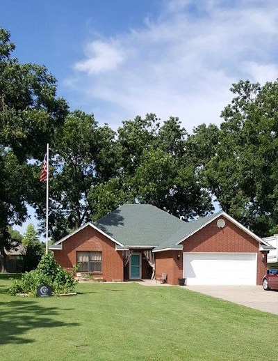 Perkins OK Single Family Home For Sale: $159,900
