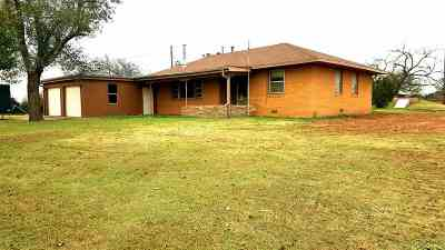 Cushing Single Family Home For Sale: 740296 S 3460 Rd.