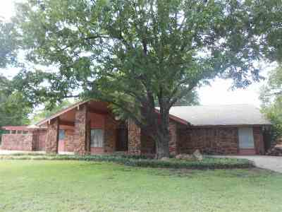 Cushing Single Family Home For Sale: 830 Briarwood Lane