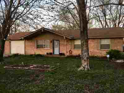 Cushing Single Family Home For Sale: 902 Parkview Drive