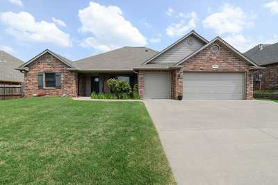 Stillwater Single Family Home For Sale: 1003 S Stoneybrook Street