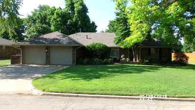 Cushing Single Family Home For Sale: 1030 E 12th Street