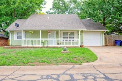 Stillwater Single Family Home For Sale: 2205 E Crestwood Drive