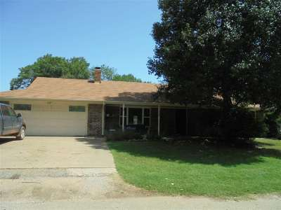 Perkins Single Family Home For Sale: 319 W Hert Avenue